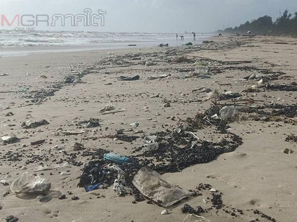 หาดหัวไทรวิกฤติอีกพบก้อนน้ำมันเกยหาดยาวหลายกิโลเมตร ด้านชาวบ้านจี้หาต้นตอ