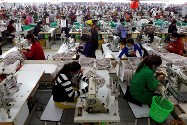 'ฮุนเซน' รับปากลดหย่อนภาษีให้โรงงานแถมช่วยค่าแรงชดเชยผลกระทบไวรัส-ยุโรปถอนสิทธิการค้า