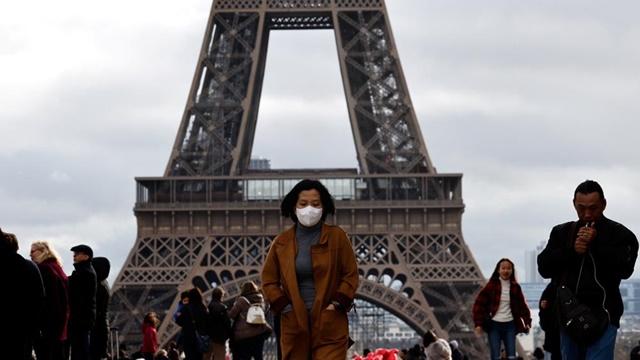 "In Clip:  พลเมืองฝรั่งเศสรายแรกสังเวยชีวิตจาก ""โควิด-19"" ตลาดหุ้นตกต่อเป็นวันที่ 2"
