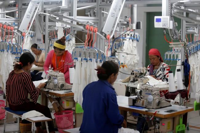 โรงงานเขมรราว 200 แห่ง ส่อหยุดผลิตเหตุขาดวัตถุดิบจากจีนเพราะไวรัส