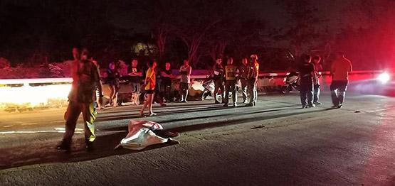 รถกระบะส่งอาหารชนลุงเดินริมถนนเสียชีวิต