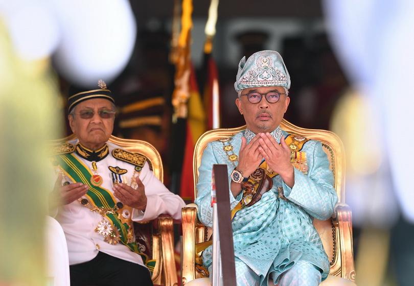 สมเด็จพระราชาธิบดี สุลต่านอับดุลเลาะห์ ริอายาตุดดิน อัล-มุสตาฟา บิลลาห์ ชาห์ แห่งมาเลเซีย