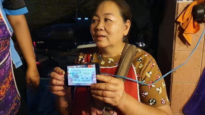 แม่ค้าปลาดวงเฮงถูกรางวัลที่ 1รับ6ล้านบาท แจกปลาสดให้ชาวบ้านเกือบ 2ตัน