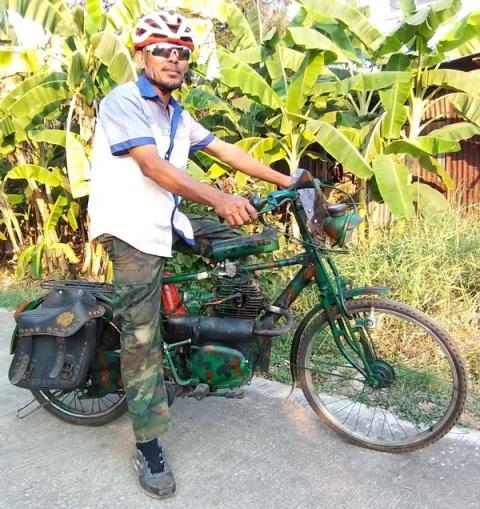 ฝรั่งทึ่งซื้อตั้งโชว์อังกฤษ! จักรยานเก่าใส่เครื่องมอ'ไซค์โบราณ-เบรกรถไถนา ฝีมือหนุ่มสุโขทัย