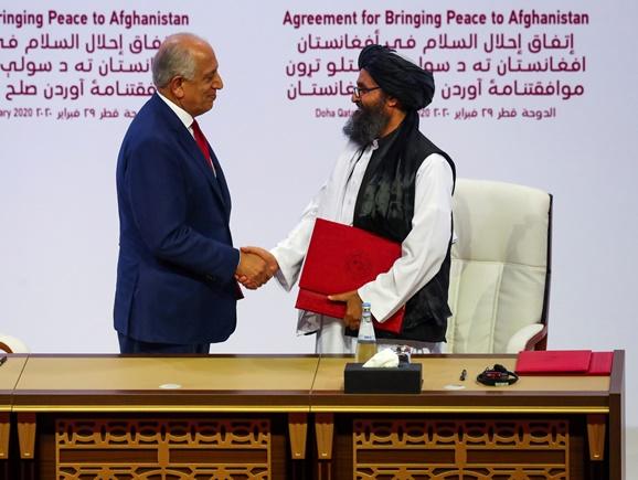 "In Clip: อัฟกานิสถานไม่สงบทันทีหลัง ""ตอลิบาน"" ลงนามสันติภาพกับสหรัฐฯ มอเตอร์ไซด์บอมบ์บุกสนามเตะ ดับ 3  เจ็บ 21"