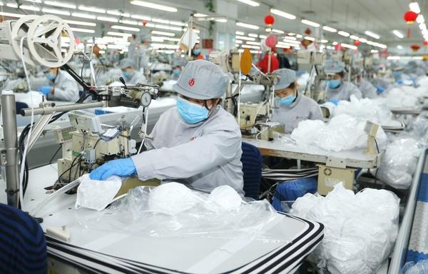 ล้มสถิติเดิม! ยอดผลิตหน้ากากอนามัยจีน ทะลุ '110 ล้านชิ้น/วัน' (ภาพซินหวา สื่อทางการจีน)
