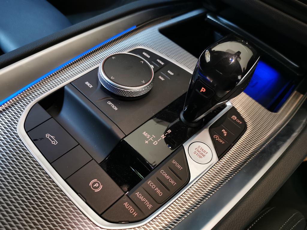 ชุดคอนโซลกลางที่มีปุ่ม i-Drive คอยควบคุมการทำงานทุกอย่างของรถ