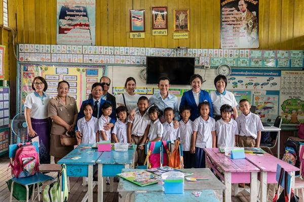 ครูและนักเรียนโรงเรียนบ้านโนนทันวิทยา