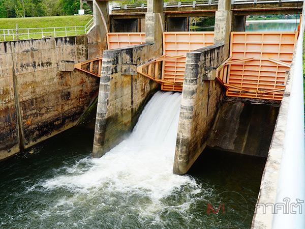 ชลประทานพัทลุงเร่งปล่อยน้ำจืดดันน้ำเค็มช่วยชาวนา 4 ตำบลของ อ.ควนขนุน