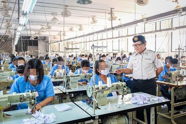 ร่วมอุดหนุน! ทัณฑสถานหญิงกลาง ผลิตหน้ากากอนามัยแบบผ้าจำหน่าย ราคาประหยัด - ซักง่ายใช้ซ้ำได้