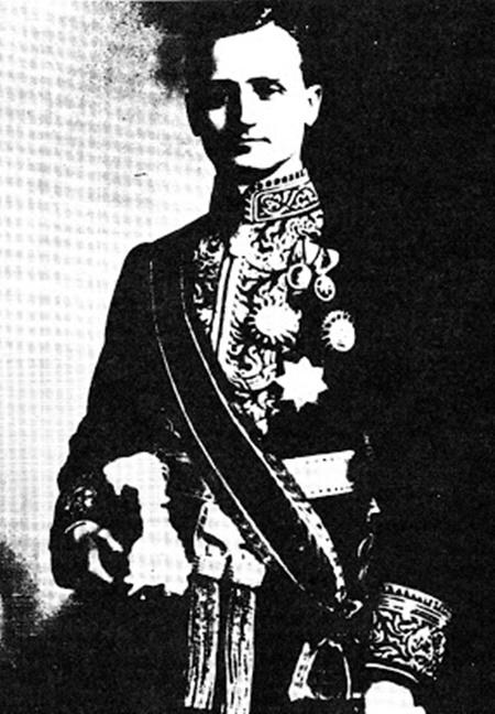 ดร.ฟราสซิส บี แซร์ในชุดขุนนางไทย
