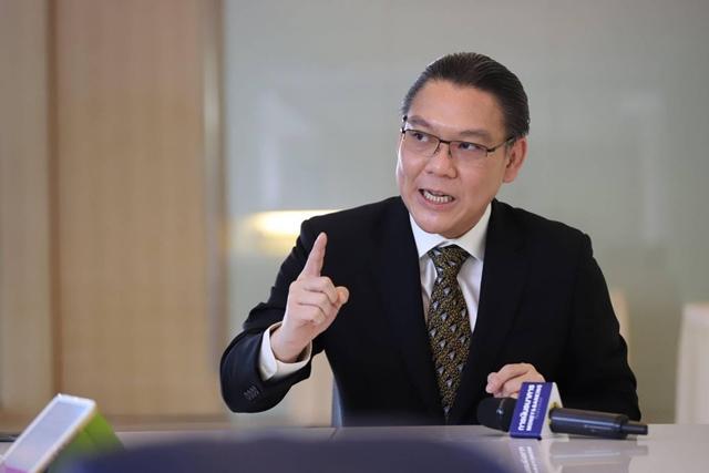 """""""ชาญกฤช"""" สวน """"เพื่อไทย"""" นโยบายหนุนให้เป็นหนี้ของรัฐบาลในอดีต ต้นเหตุคนยากจนเพิ่ม"""