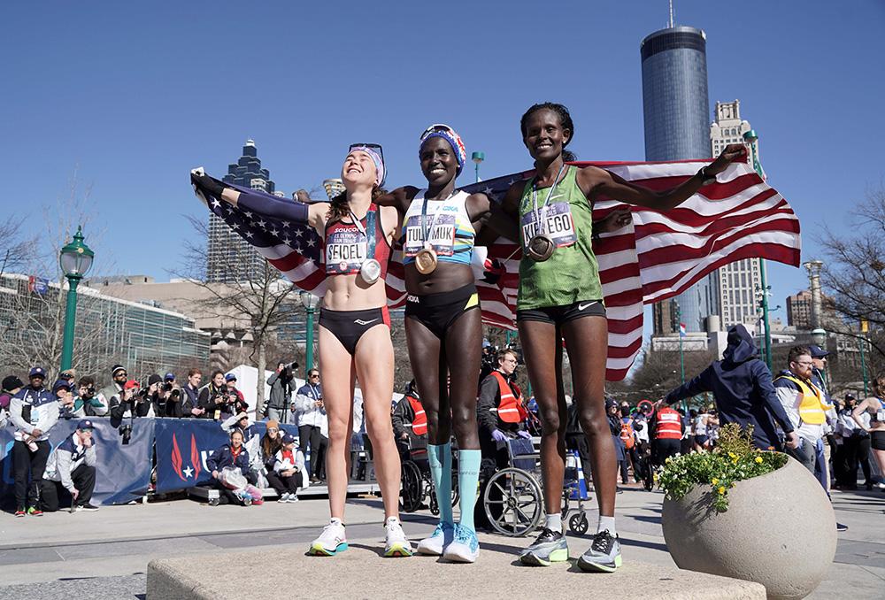 """""""มอลลี ไซเดล"""" สาวชงกาแฟ  ผู้คว้าตั๋ววิ่งโอลิมปิก โตเกียว เกมส์"""