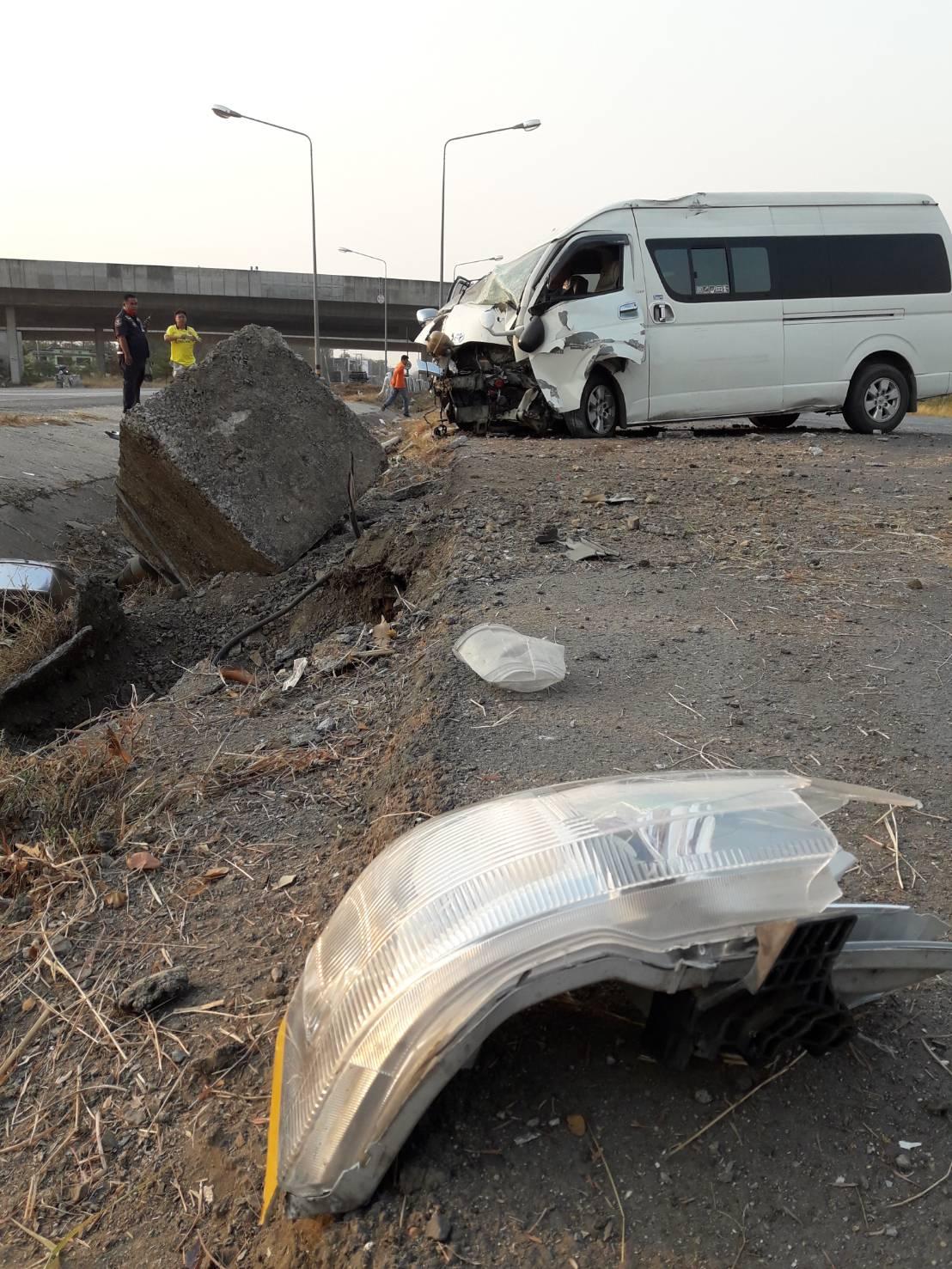 คนขับรถตู้รับ-ส่งนักเรียน หลับในเสียหลักตกร่องกลางถนน ทำเด็กเจ็บ 6 คน