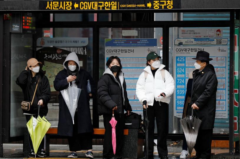 ผวา!! ยอดติดเชื้อไวรัสใน 'เกาหลีใต้' กลับมาพุ่ง 242 ราย หลังลดต่อเนื่อง 11 วันติด