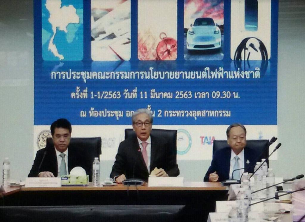 """""""สมคิด"""" สั่งบอร์ดยานยนต์ไฟฟ้าฯดันไทยฮับ EV ใน 5 ปี"""