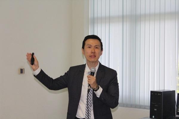 ดร.ชยานนท์ ภู่เจริญ รองคณะบดีฝ่ายวิจัยและบัณฑิตศึกษา คณะการบริการและการท่องเที่ยว มอ.ภูเก็ต