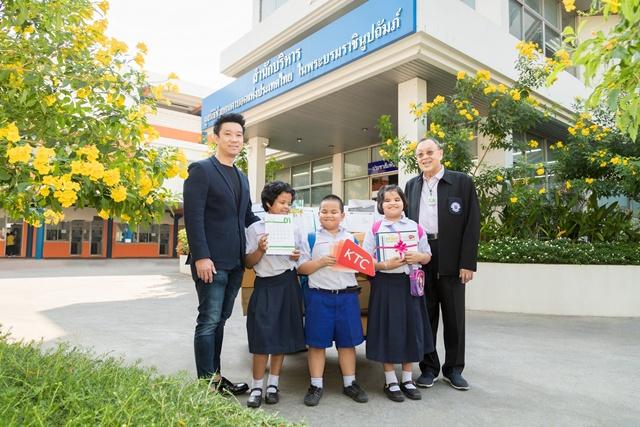 เคทีซีมอบปฏิทินใช้แล้ว เพื่อผลิตสื่อการเรียนการสอนอักษรเบรลล์ให้กับมูลนิธิช่วยคนตาบอดแห่งประเทศไทยฯ