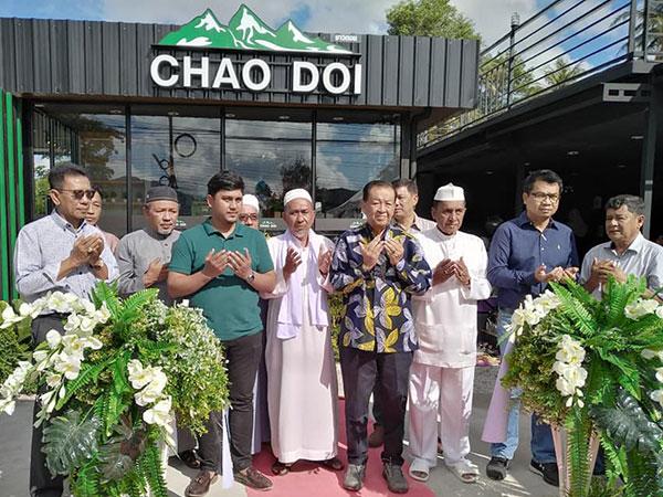 'วันนอร์' เดินทางเปิดร้านหาแฟชาวดอย CHAO DOI ของลูกชาย 'ยีแอท่าน้ำ'