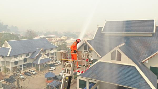 แม่สายวิกฤติหนัก ! ฝุ่นหนาปกคลุมทั้งวันวอนเพื่อนบ้านหยุดเผาพ่นน้ำ 2รอบเอาไม่อยู่