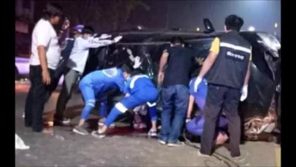 อุทาหรณ์ ! ตำรวจหนุ่มวัยเบญจเพสควบเก๋งย้อนศรเจอรถสวนหักหลบรถพลิกคว่ำทับร่างดับ