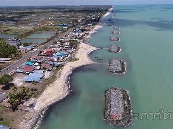 เปิดภาพมุมสูงก้อนน้ำมันตกค้างในทะเลบ้านหน้าหาดอื้อ ด้านชาวบ้านระอายังไร้คำตอบเช่นเคย