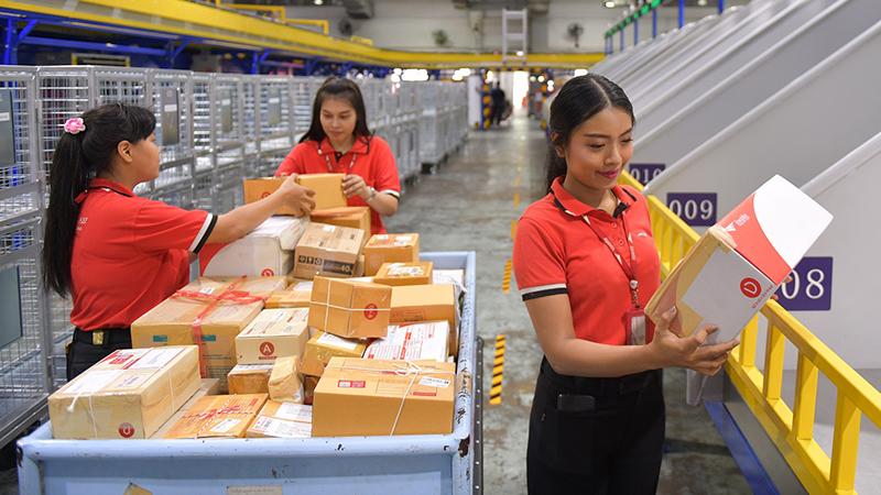ไปรษณีย์ไทย 'ยิ้มสู้' โควิด-19 ปรับราคาส่งของเหมาจ่าย 19 บาท