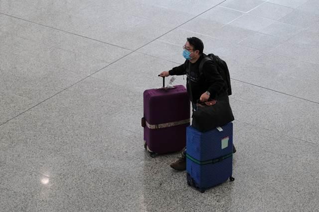 """""""แลม""""ประกาศกักตัวผู้เดินทางถึงฮ่องกง 14 วัน ขยายเตือนภัยฯระดับสีแดงครอบคลุมทุกประเทศ"""