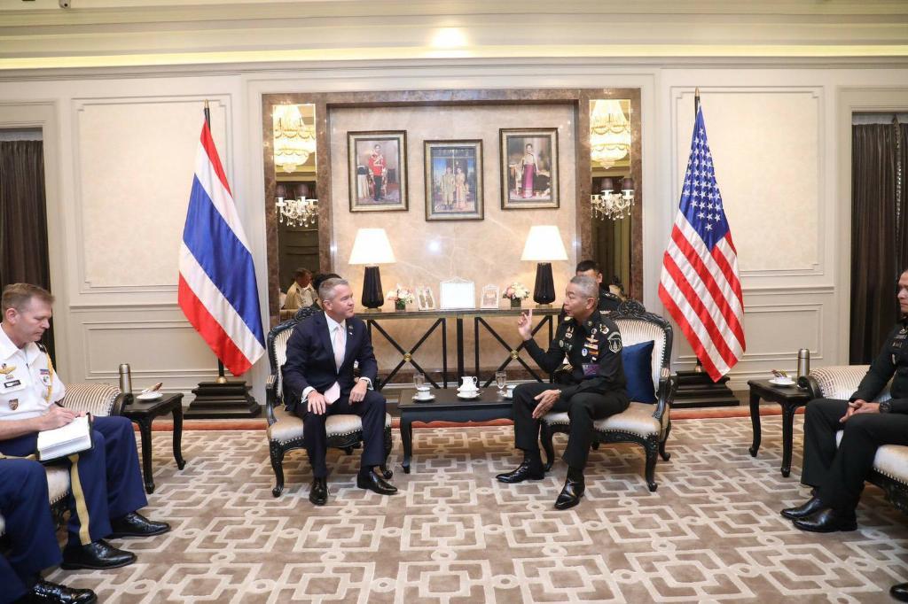 """ทูตสหรัฐ พบ """"บิ๊กแดง"""" ย้ำความสัมพันธ์ทางทหารสองชาติ ชมป้องกันโควิด-19"""