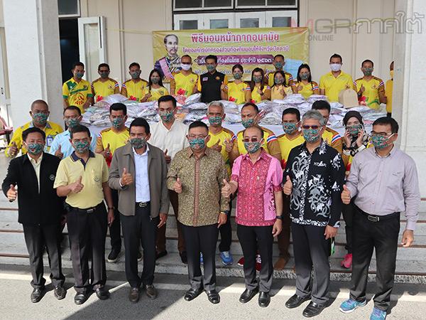 อปท.ปัตตานีส่งมอบหน้ากากอนามัยผ่านผู้ว่าฯ เพื่อมอบต่อให้กับประชาชนกลุ่มเสี่ยง