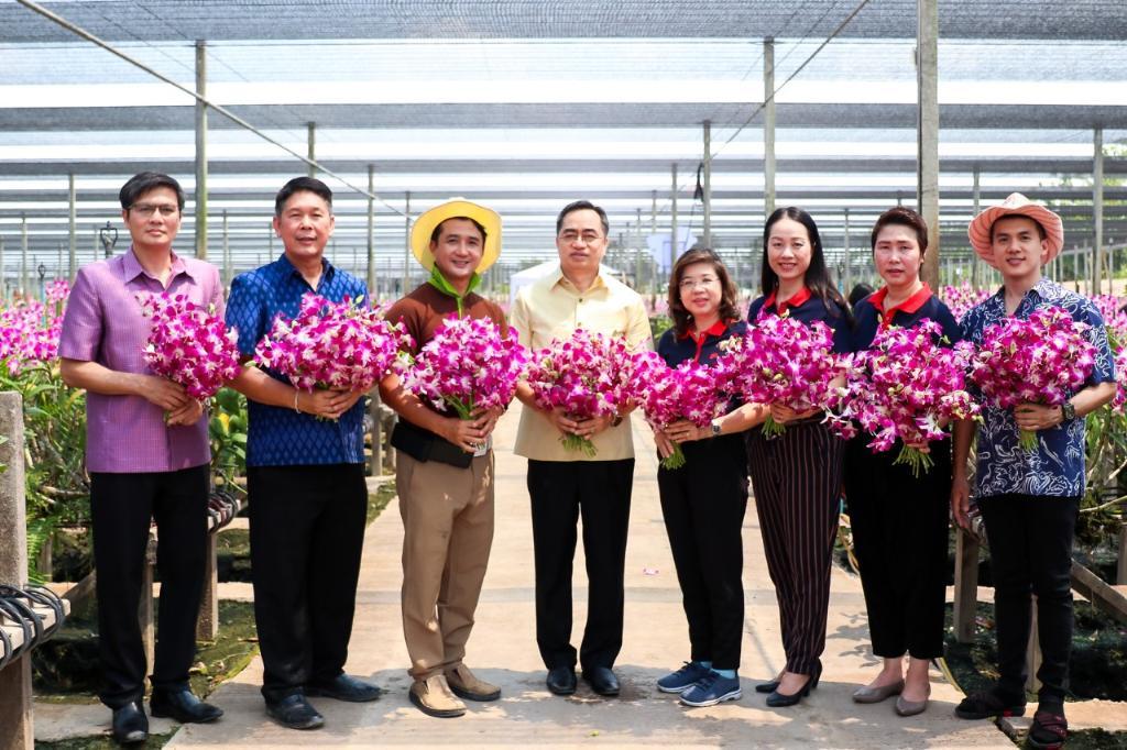 """""""เซ็นทรัลพัฒนา"""" หนุนเศรษฐกิจไทย เปิดพื้นที่ฟรีช่วยเกษตรกร ชวนไทยอุดหนุนไทย ช้อป & ชมกล้วยไม้ 1 ล้านช่อ"""