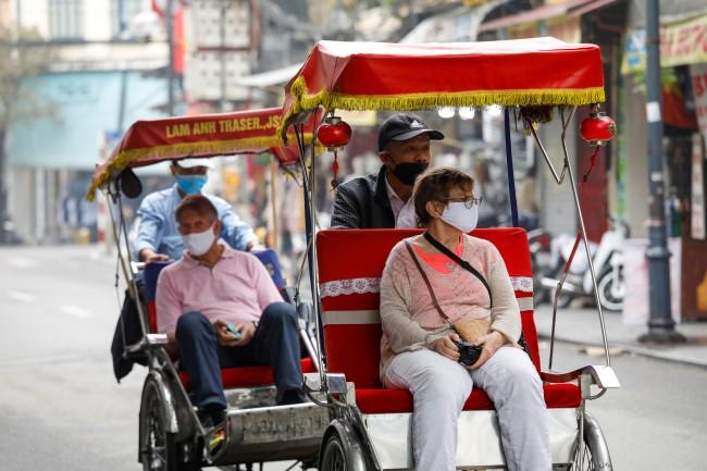 เวียดนามยกเลิกฟรีวีซ่าเพิ่มอีก 3 ประเทศ ขณะยอดผู้ติดเชื้อพุ่งเป็น 85 ราย