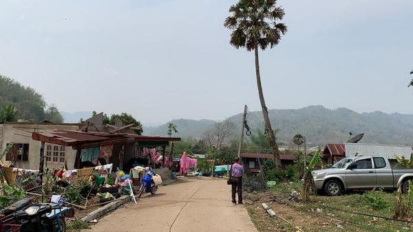 พายุฤดูร้อนถล่มอ.สังคมรอบสอง  บ้านเรือนเสียหายกว่า50หลัง