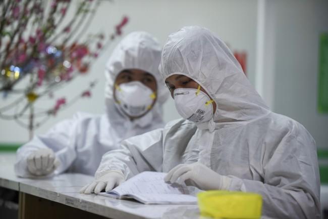 เวียดนามเรียกตัวแพทย์เกษียณ-นักศึกษาแพทย์เสริมทัพสู้โควิด