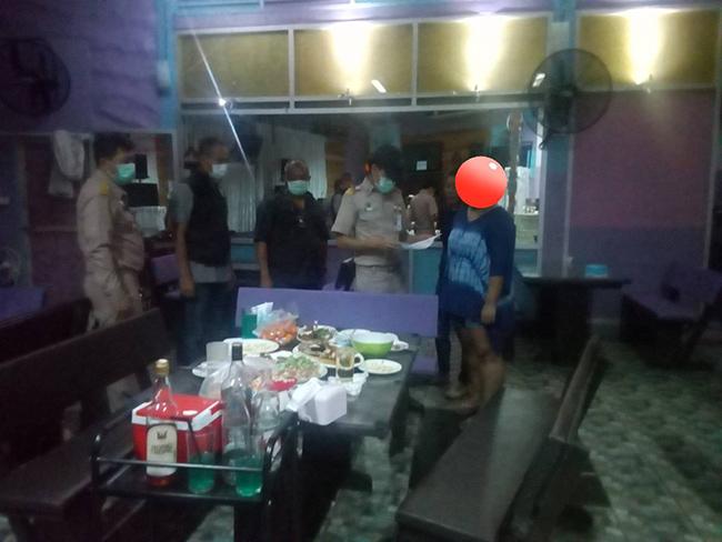 นนทบุรีจับอีกร้านอาหารแหกคำสั่งผู้ว่า ปิดสถานที่เสี่ยงแพร่เชื้อไวรัสโควิด-19