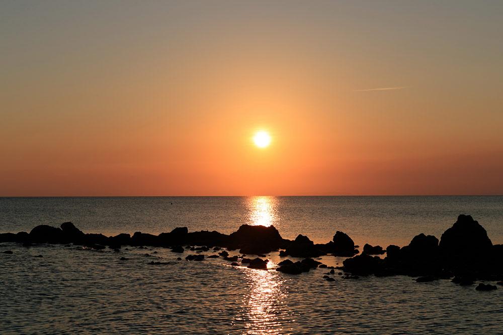 """อันซีน """"เกาะพะลวย"""" Green Island ต้นแบบพลังงานสะอาด จุดพักว่ายน้ำของ """"โตโน่-ภาคิน"""""""