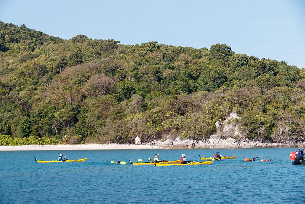 กิจกรรมว่ายน้ำพิชิต 12 เกาะ สุราษฎร์ – สมุย
