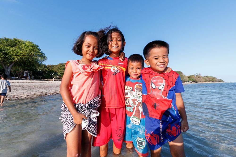 รอยยิ้มของน้อง ๆ บนเกาะพะลวย