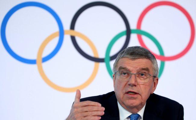 """""""บาค"""" ชี้แจงเลื่อนศึกโอลิมปิก ชีวิตคนต้องมาก่อน"""