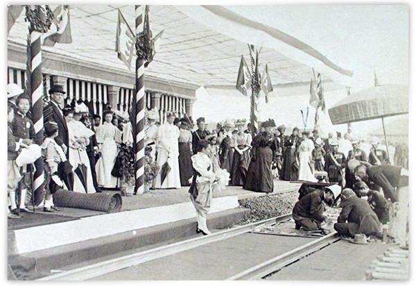 ๒๖ มีนาคม ๒๔๓๙ไทยมีรถไฟ! โยงใยดินแดนห่างไกลให้พ้นมือนักล่าอาณานิคม!!