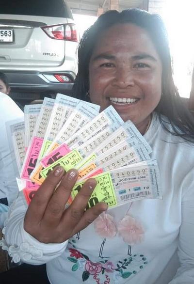 """มอบตัวแล้ว """"เจ๊วรรณดี"""" เชิดเงินลอตเตอรี่70ล้าน  อ้างนำเงินไปใช้หนี้หมด"""