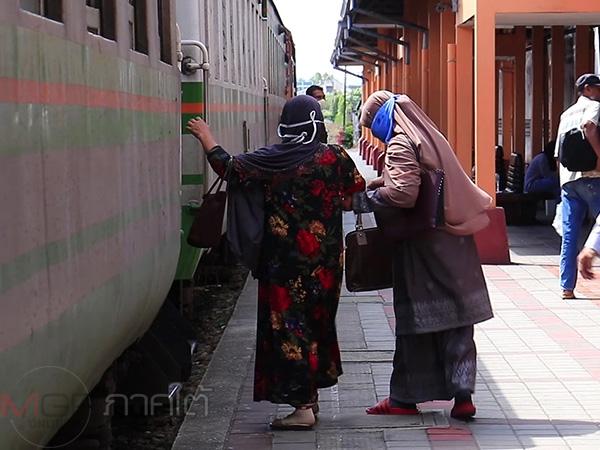 บรรยากาศสถานีรถไฟยะลา ปชช.ยังคงเดินทางโดยสารตามปกติ