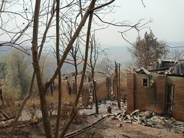 """เอาไม่อยู่ ! ไฟไหม้ป่าลามรีสอร์ท """"ดอยห่มฟ้า"""" ของนักธุรกิจค้าอัญมณีย่านสีลมวอดเสียหายกว่า 50 ล้านบาท"""