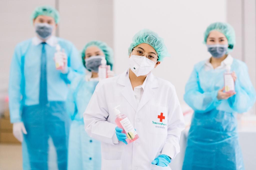 เจ้าฟ้าสิริวัณณวรี ทรงผลิตเจลแอลกอฮอล์ พระราชทานแพทย์-พยาบาล สู้โควิด-19
