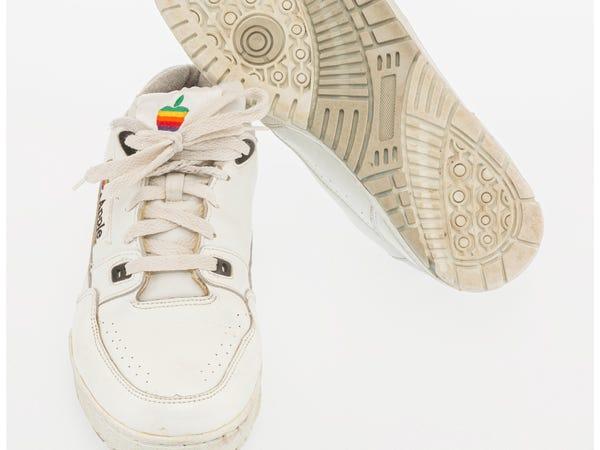 Apple sneakers ที่ถูกประมูลไปล่าสุดในราคาเบาๆ 9,687 เหรียญสหรัฐหรือมากกว่า 3 แสนบาท