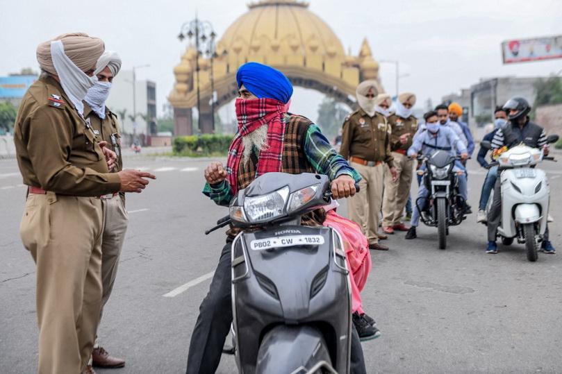อินเดียผวา!! รัฐปัญจาบพบครูสอนศาสนาเป็น 'ซูเปอร์สเปรดเดอร์' สั่งล็อคดาวน์ประชากร 4 หมื่นคน