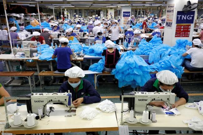 เวียดนามร้องบริษัทหน้ากากเพิ่มการผลิตเป็น 5 ล้านชิ้นต่อวัน