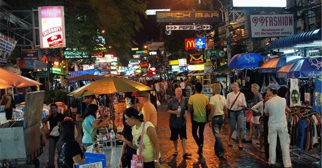 """""""สศค."""" เผยโควิด-19 ทุบภาคท่องเที่ยงเดือน ก.พ. อ่วม นักท่องเที่ยวต่างชาติในไทยลดลงเหลือ 2.06 ล้านราย"""