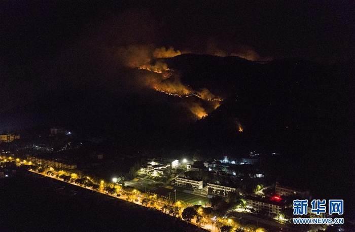 เกิดเหตุไฟประลัยกัลป์ลุกไหม้ภูเขาในเสฉวน ดับ 19
