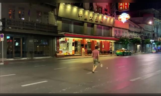 ชาวเน็ตฮือฮา! ภาพถนนเยาวราชที่โล่งไร้ผู้คนในสถานการณ์โควิด-19 เชื่อหาดูได้ยาก (ชมคลิป)